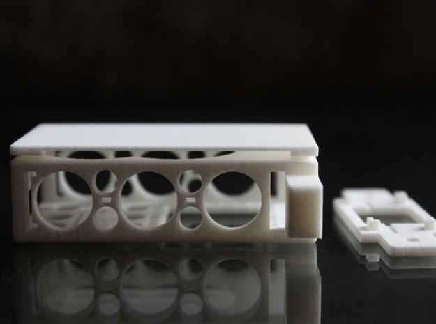 Fatshark Predator V2 TX Box - d3wey 3d printed Side view - slot for velcro strapping