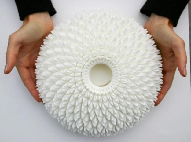The Chrysanthemum Centrepiece 3d printed Chrysanthemum tealight side