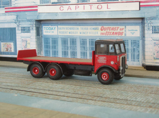 Flatbed body with tailboard fitted