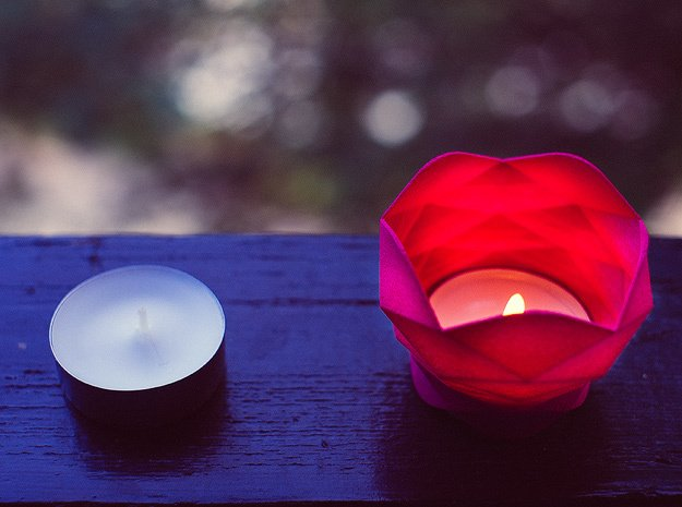 Flores de pin - tea light holder in Pink Processed Versatile Plastic