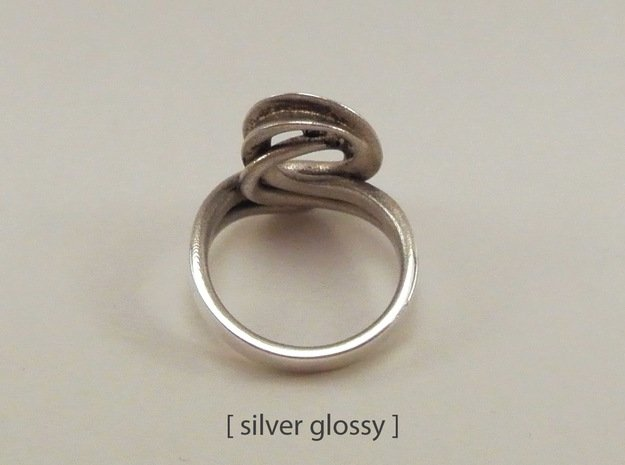 Intertwined Ring in Polished Silver