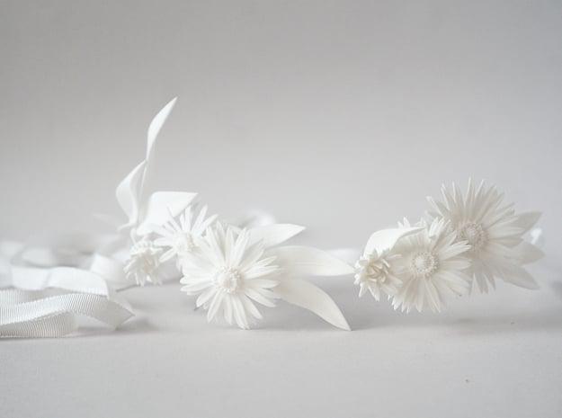 Daisy Crown in White Natural Versatile Plastic