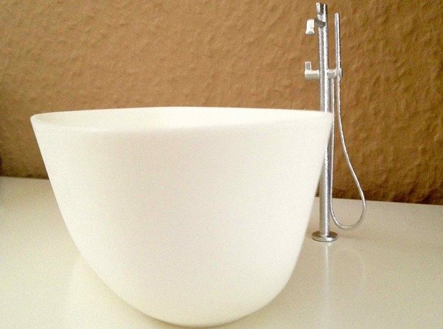 Freestanding bathtub with tap, 1:12 in White Natural Versatile Plastic: 1:12