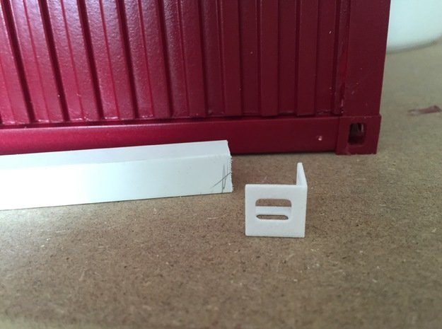 Shipping Container Edges in 1:12 in White Processed Versatile Plastic