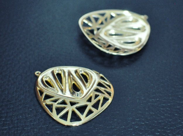 Organic and angular earrings in 18k Gold Plated Brass