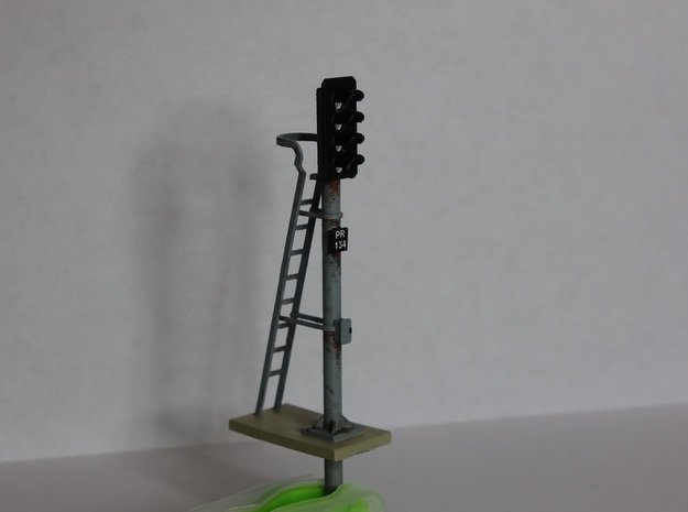 Pair of OO scale 4 Aspect Signals With Pole 1:76 in Smooth Fine Detail Plastic