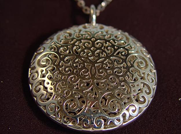 Fine Vine Pendant in Polished Silver
