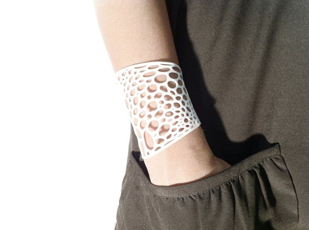 Voronoi bracelet #2 (LARGE) in White Natural Versatile Plastic