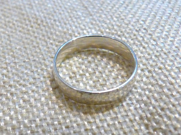 Comfortable men's ring in Fine Detail Polished Silver