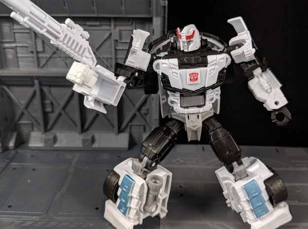 TF Combiner Wars Replacement hands for Prowl in White Natural Versatile Plastic