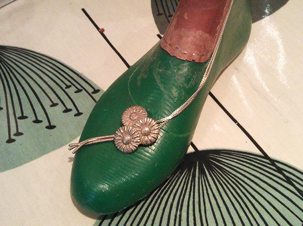 Daisy Daisy Brooch in Polished Bronzed Silver Steel