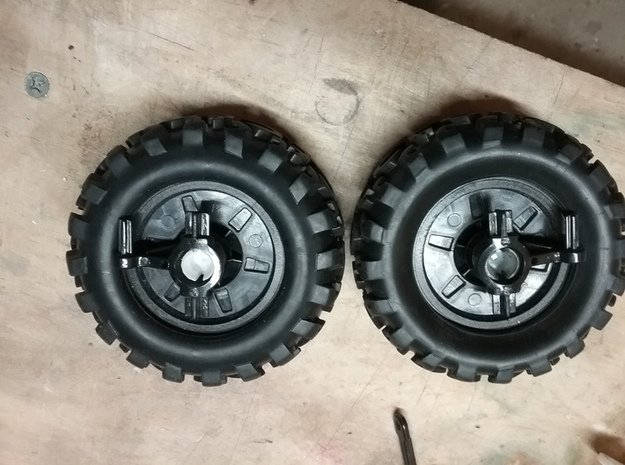 Maisto 27 Mhz Rock Crawler Replacement Axle Set(2) in White Natural Versatile Plastic