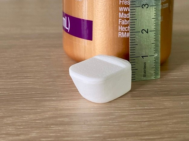 Toilet, wall hung with lid - 1:12 in White Natural Versatile Plastic: 1:12