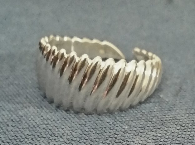 Large twisted ring [sizable ring] in Polished Silver