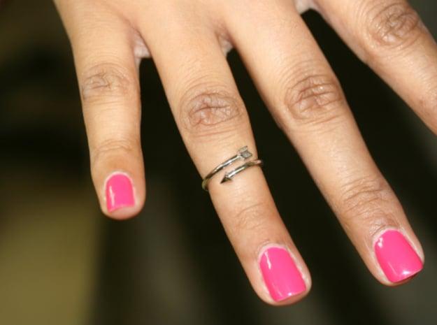 Midi Arrow Ring in Platinum