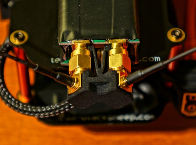 ImmersionRC EzUHF 8CH Antenna Clip 90° in Black Natural Versatile Plastic