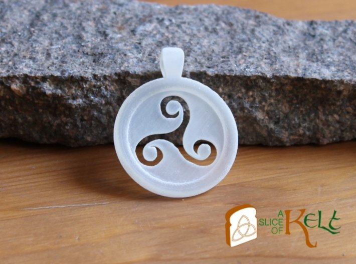 Triskell Hole Round Pendant 3d printed The piece printed in frosted detailed