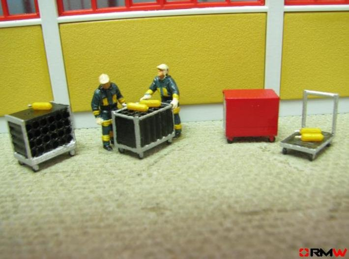HO/1:87 Rollcontainer set 1a (without bottles) kit 3d printed Diorama example (figures not included)