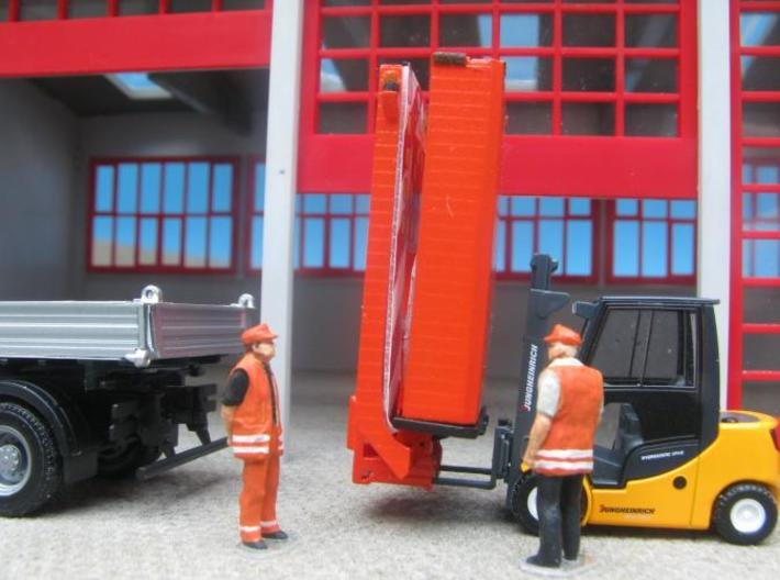 HO/1:87 Truck Mounted Attenuator model kit 3d printed Diorama, painted & assembled, forklift pickup (truck, forklift, figures not included)