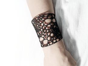 Voronoi bracelet #1 (MEDIUM) in White Natural Versatile Plastic