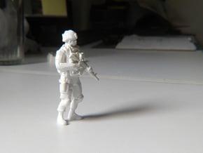 Modern Soldier Standing Esc: 1/24 in White Natural Versatile Plastic
