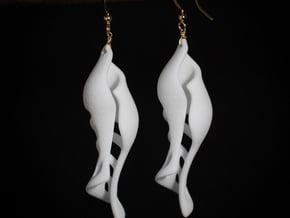 Shell Wine Earrings. in White Natural Versatile Plastic