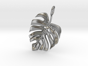 Monstera Pendant in Natural Silver