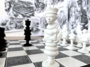 QUEEN - Alice's Adventures in Wonderland in White Processed Versatile Plastic