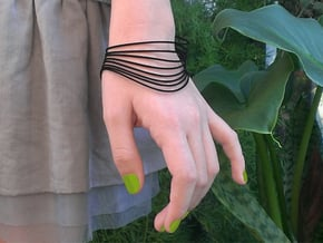 AKUSENTO Bracelet Medium in Black Natural Versatile Plastic