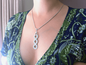 Pleter Pendant in Polished Silver