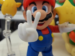 Victory (Bent) Hands for S.H. Figuarts Mario / Lui in White Strong & Flexible Polished