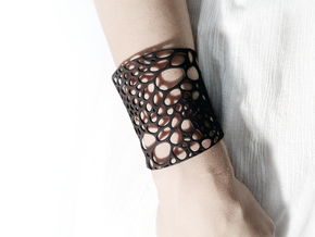 Voronoi bracelet #1 (LARGE) in White Natural Versatile Plastic