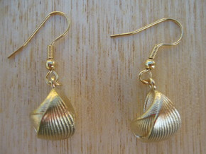 Ribbed Shell Earrings in Natural Brass
