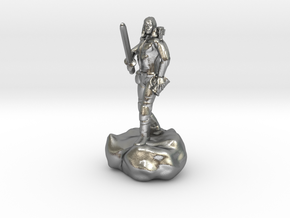 Male Halfling Bard With Rapier and Lutebow in Natural Silver