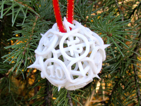 Thorn Die12 Ornament in White Natural Versatile Plastic