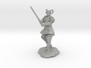 Tiefling Paladin in Platemail with Greatsword in Aluminum