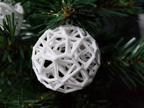 Voronoi Christmas Bauble  in White Natural Versatile Plastic