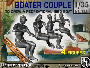 1-35 Recreation Boat Couple Set 1 in Smooth Fine Detail Plastic