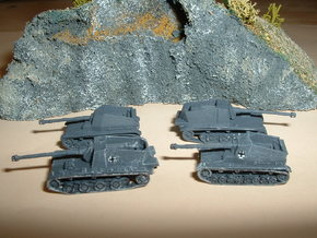 Sturer Emil & Dicker Max Tank Hunters 1/285 6mm in Frosted Ultra Detail
