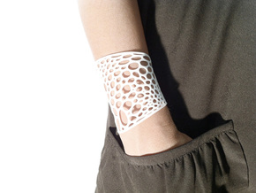 Voronoi bracelet #2 (LARGE) in White Strong & Flexible