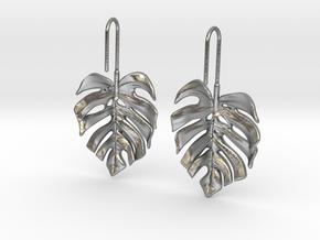 Monstera Drop Earrings in Natural Silver