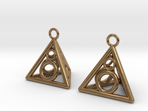 Pyramid triangle earrings serie 3 type 3 in Natural Brass