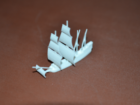 1/700 English Galleon in White Natural Versatile Plastic