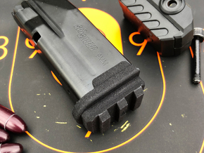 Flush Base Pad w/Rail for SIG P365 in Black PA12