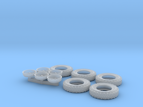 1/35 Land Rover 750x16 Tires and wheels Set002 in Smooth Fine Detail Plastic