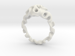 Gyroidring  in White Natural Versatile Plastic