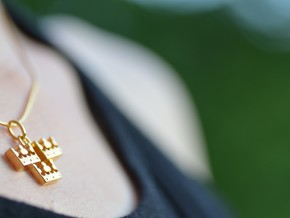Three Crowns in 18k Gold Plated Brass