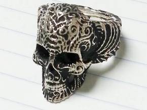"""Su Cráneo de las Flores"" Skull ring in Polished Silver"