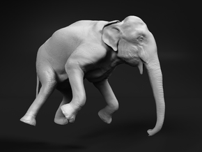Indian Elephant 1:87 Female Hanging in Crane in Smooth Fine Detail Plastic