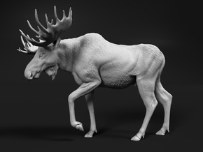 Moose 1:48 Walking Male in White Natural Versatile Plastic